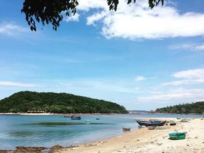 Những con đường giữa biển đẹp mê hồn ở Việt Nam mà bạn chưa biết tới - Ảnh 45.