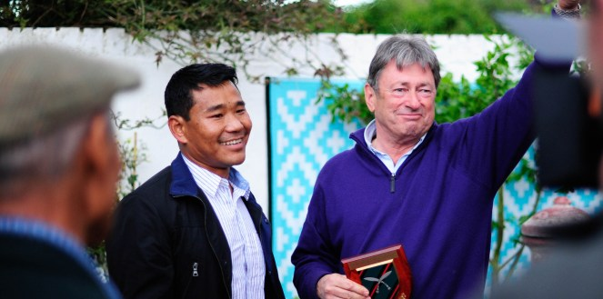 Gurkha Hari Budha Magar with Alan Titchmarsh in the garden