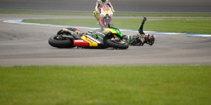 Bradley Smith crashes in Red Bull Indianapolis GP qualifying.