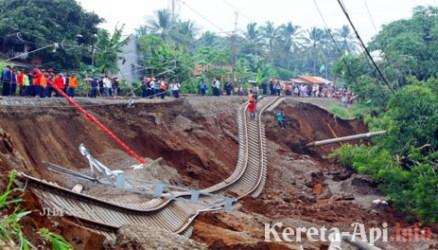 PT KAI Tegaskan Kabar Longsornya Jalur KA Cirebon-Brebes Cuma Hoax!