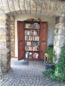 öffentlicher Bücherschrank offen