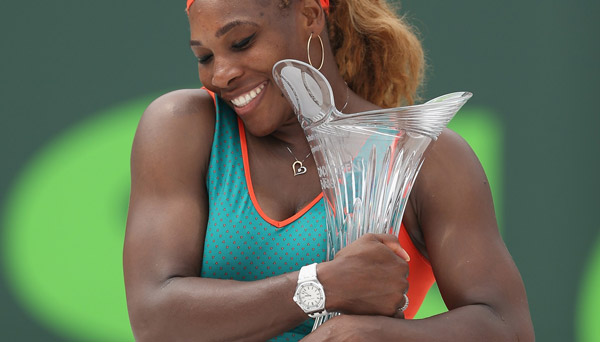 Serena Williams with trophy (photo courtesy of sonyopentennis.com)