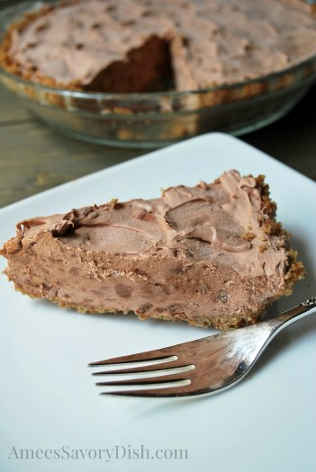 Whipped-Chocolate-Pie