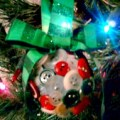button-ornament-display-big