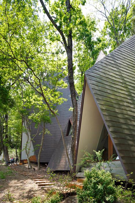 Tham quan ngôi nhà trong rừng / Hiroshi Nakamura