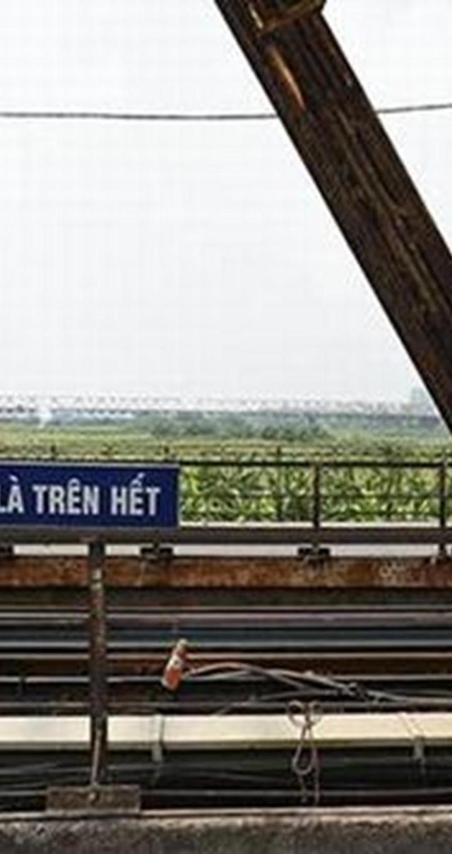 Trong giai đoạn 1 cầu Long Biên sẽ được gia cố để đảm bảo an toàn, phục vụ vận tải đường sắt đến năm 2020; giai đoạn 2, cầu sẽ được khôi phục cải tạo thành đường bộ đô thị sau khi dự án đường sắt đô thị Hà Nội tuyến số 1 được hoàn thành.