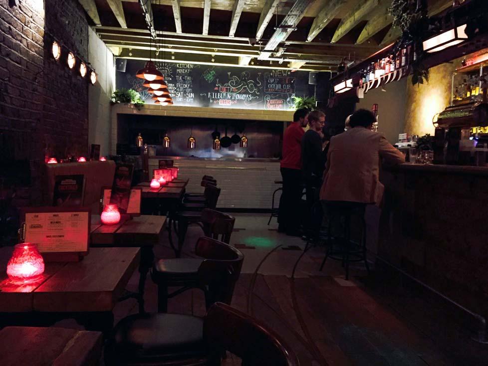 A warm evening at the High Road's newest pub: Kilburn Ironworks