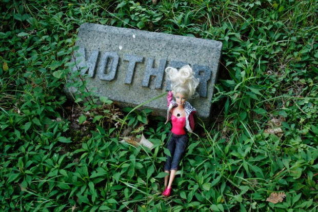 barbie_cemetery_mother