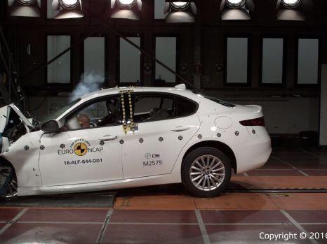 Alfa Romeo Giulia, tope de seguridad(1)