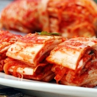 cabbage kimchi (배추김치 baechu kimchi)