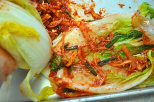 Insert stuffing to cabbage Kimchi