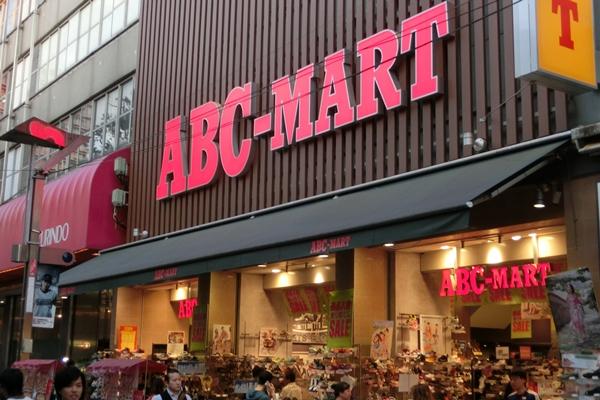 近くの繁華街 イセザキモール 靴屋 ABCマート