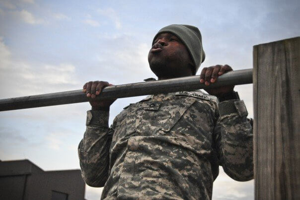 A_U.S._Soldier,_with_the_4th_Brigade_Combat_Team,_101st_Airborne_Division_executes_a_pull-up_during_the_4th_Brigade's_Top_Squad_competition,_at_Fort_Campbell,_Ky.,_Feb._12,_2014_140212-A-DQ133-217