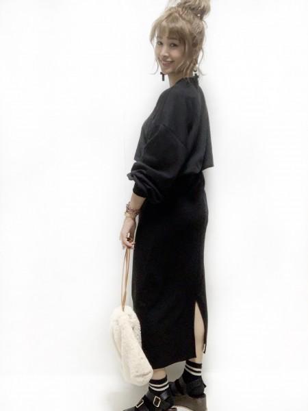 DHOLIC黒セットアップスカートコーデ