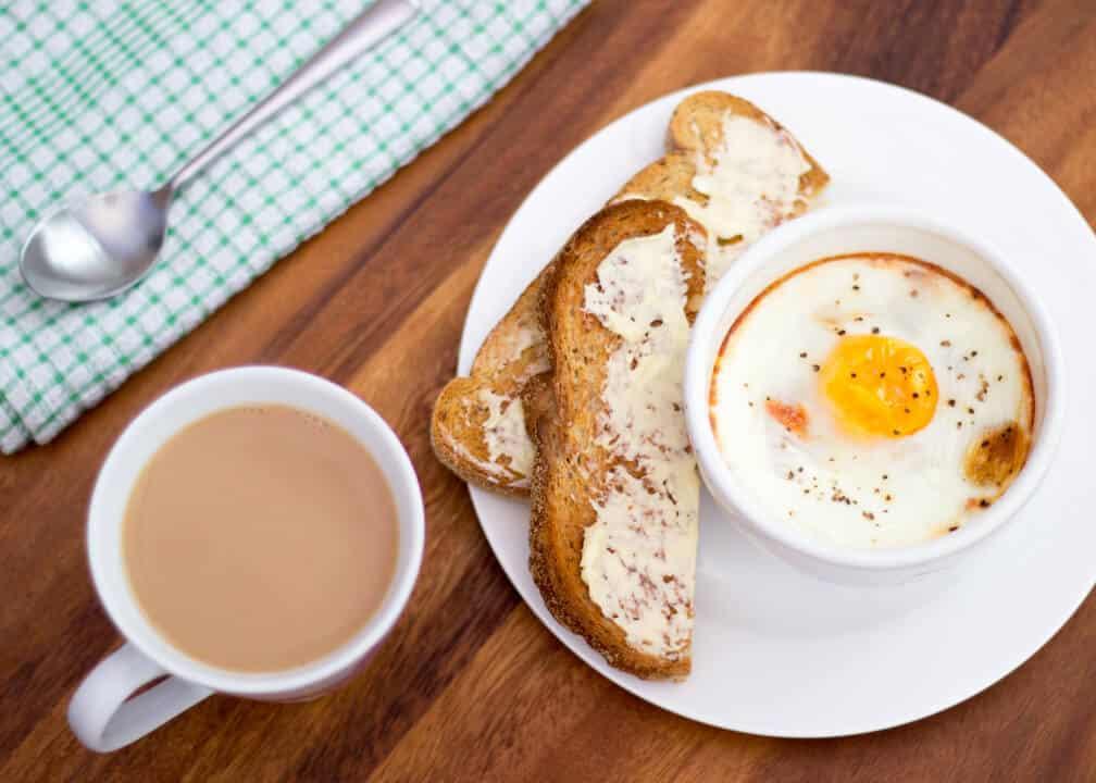 Baked Eggs, Ham & Tomato!