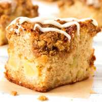 Apple Streusel Traybake