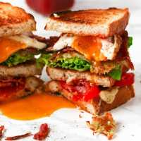 The Ultimate BLT with homemade hashbrown - this is breakfast and lunch in one meal!