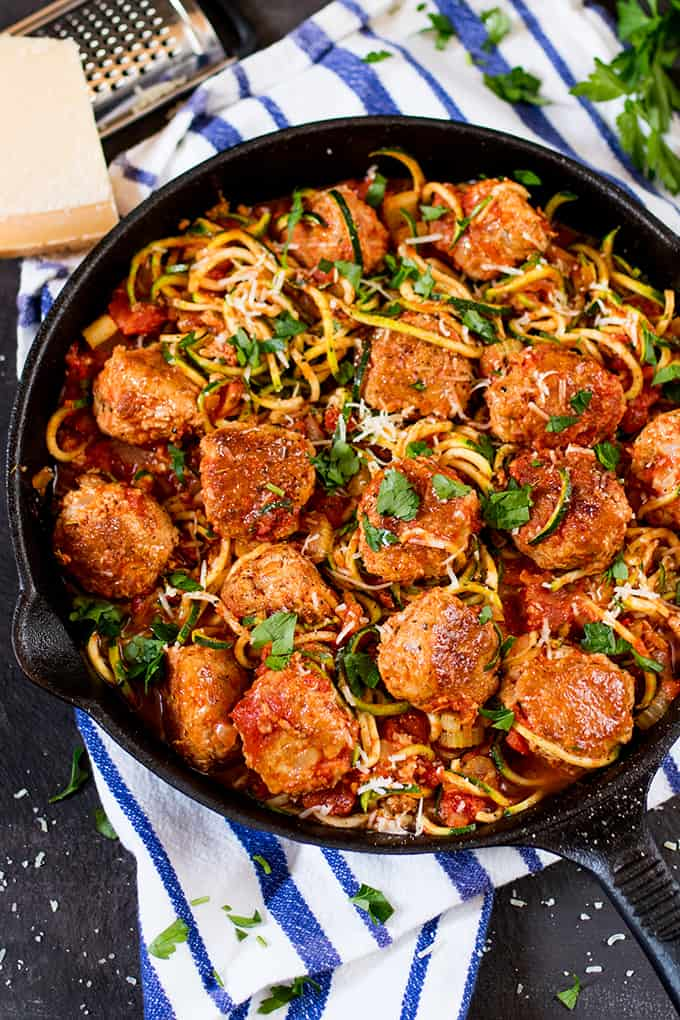 A lighter alternative to regular meatballs, these One-Pot Turkey Meatballs With Courgetti are tender and delicious! Low in fat and gluten free too!