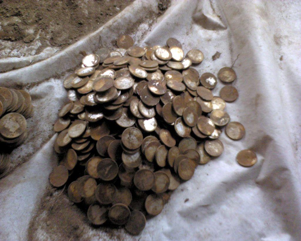 Клад серебряных монет двух эпох :: находки кладов.