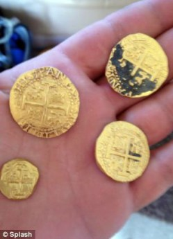 Treasure hunter family finds $300,000 worth of 300-year-old Spanish gold off Florida coast