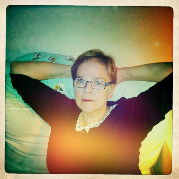 Min mor och Knaster i soffan