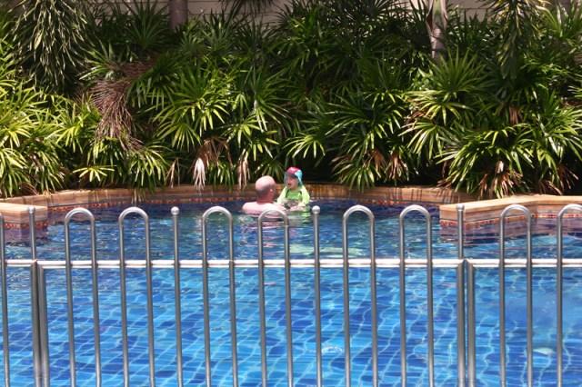 Vi provar lagunen under vår balkong