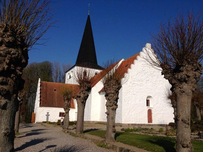 Scandinavisch design is niet alleen de vlinderstoel of de aalto vaas. Ik vind Lutherse kerken in Scandinavië ook het toonbeeld van eenvoud en efficient gebruik van licht en ruimte.