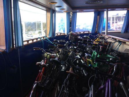 Onze fiets in het fietsencompartiment.
