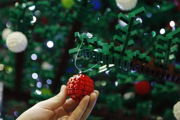 600.000 Bausteine : ergeben weltgrößten LEGO-Weihnachtsbaum