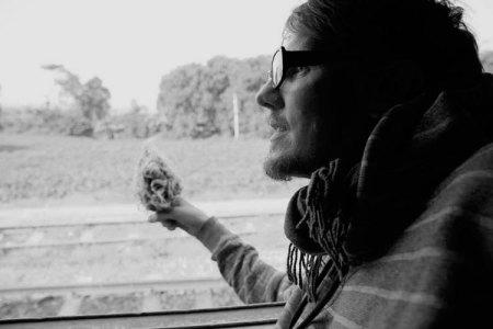 Rune er glad i å reise rundt i verden og samle lyder til lydarkivet, et viktig utgangspunkt for lyddesign-arbeidet.