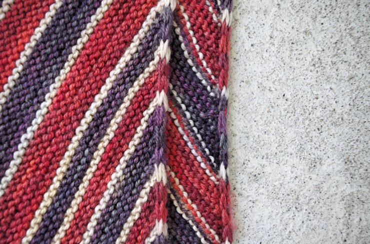 Modification Monday: Stripey Hitchhiker| knittedbliss.com