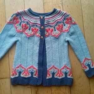 Modification Monday: Fox Paws Cardi | knittedbliss.com