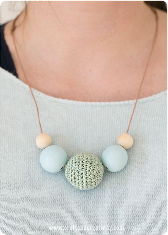 Pin Ups and Link Love: Crochet Bead Tutorial| knittedbliss.com