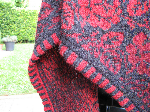 Modification Monday: A Rose is a Rose Shawl | knittedbliss.com