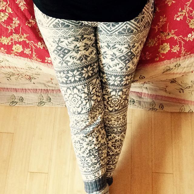 Modification Monday: Crazed Scandinavian Leggings | knittedbliss.com