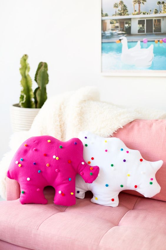 Pin Ups and Link Love: DIY Animal Cookie Pillows  knittedbliss.com