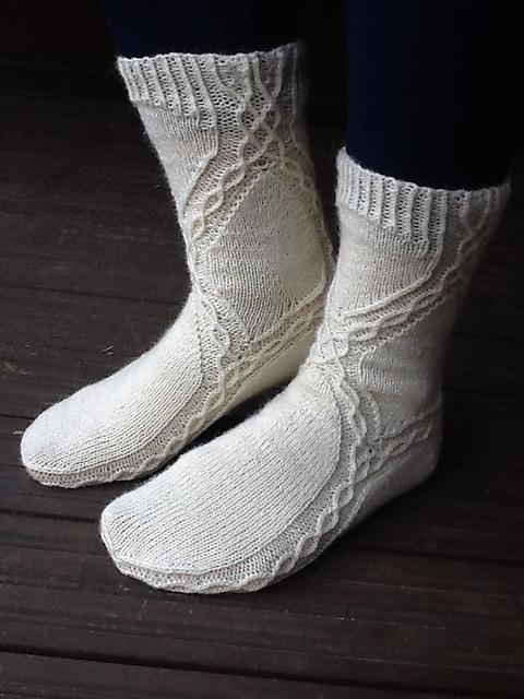 Modification Monday: A Different Stream Socks | knittedbliss.com