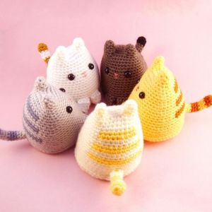 Pin Ups and Link Love: Crochet cats | knittedbliss.com