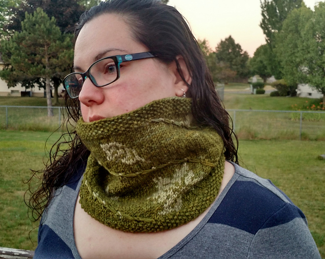 Modification Monday: Leaf Devil Cowl | knittedbliss.com