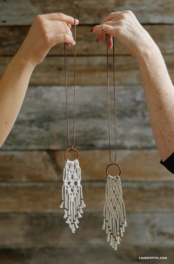 Pin Ups and Link Love: DIY MAcrame Necklace| knittedbliss.com
