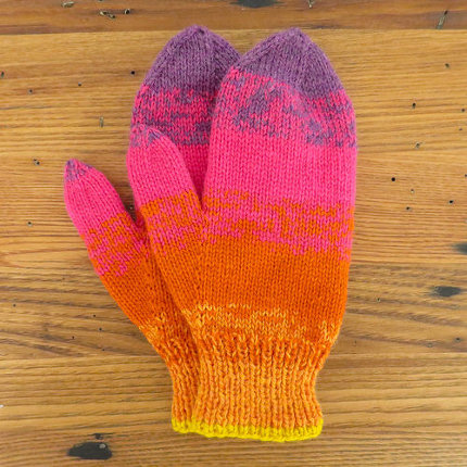 knit a pair of mittens in mottled stripes