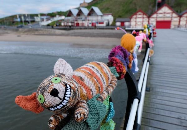 alice in wonderland yarn bombing