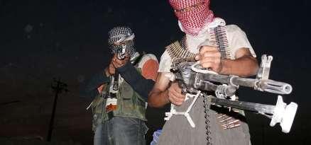 1280px-Iraqi_insurgents_with_guns