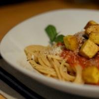 Spaghetti mit Tomatensauce und Tofu (Krankenhausessen gegen Selbstgekochtes)