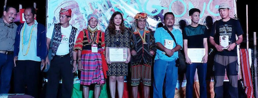 Villanueva (third from right) with his co-winners and the presenters at Gawad Agong 2016.