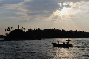 Vissersbootje in de vroege morgen