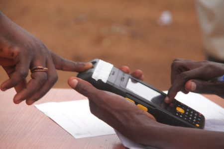 verification-of-voters-card-through-the-card-reader-5-e1472763143483