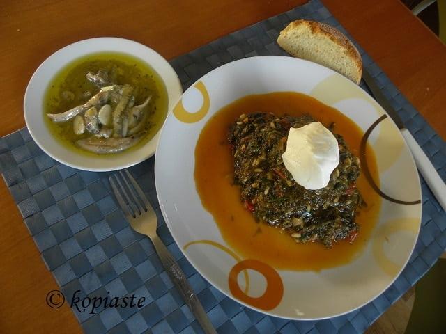 Spanakoryzo spinach and rice with yoghurt