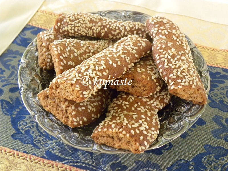 Moustokouloura with sesame seeds