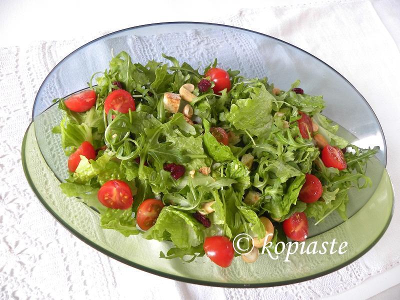 Rocket and lettuce salad